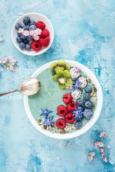 This Mermaid Smoothie Bowl recipe is almost too pretty to eat.