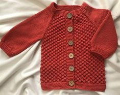 Ideas For Knitting Baby Cardigan Hands Knitted Baby Cardigan, Knitted Baby Blankets, Knit Vest, Beginner Knit Scarf, Crochet Scarf Easy, Baby Girl Hats, Girl With Hat, Crochet Patterns Free Women, Knitting Patterns