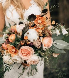 Peaches and cream wedding bouquet color palette. Blush, cream, apricot/peach and tons of lush greenery! Apricot Wedding, Beige Wedding, Floral Wedding, Cream Wedding, Wedding Peach, Trendy Wedding, Boho Wedding, Wedding Cake, Wedding Bands