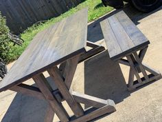 This French Farmhouse Table can be made easily with these free farmhouse table plans. This easy step by step tutorial shows you how to create this French farmhouse dining table. Farmhouse Table Plans, Farmhouse Kitchen Tables, Farmhouse Decor, Diy Dining Room Table, Dining Tables, Easy Woodworking Ideas, Woodworking Plans, French Farmhouse, Rustic Table