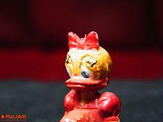 Daisy Figura en miniatura Elaborada en plástico extendido Medidas: 3.5 x 1.5 x 1.3 cm