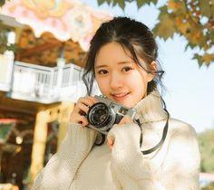 Beautiful Chinese Girl, Beautiful Anime Girl, Korean Girl, Asian Girl, Girls With Cameras, Asian Cute, Stylish Girl Images, Lucky Girl, Chinese Actress