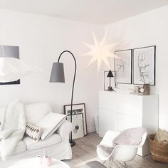 "Gefällt 1,029 Mal, 9 Kommentare - Anja (@butiksofie) auf Instagram: ""Changed the Sofa dress from grey to white today...✨ #whiteliving #livingroom #christmas"""