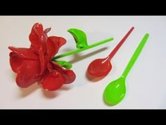 This diy recycled project for plastic spoon crafts is about how to make a cute honey bee out of plastic spoons. Plastic Spoon Crafts, Plastic Bottle Flowers, Plastic Bottle Crafts, Plastic Spoons, Plastic Bottles, Flower Crafts, Diy Flowers, Paper Flowers, Hanging Flowers