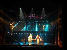 """""""Casi Normales"""" (versión argentina del musical estadounidense """"Next to Normal"""")  Dirección: Luis (indio) Romero Escenografía: Marcelo Valiente. Asistencia de Escenografía: Natalia Kravetz."""