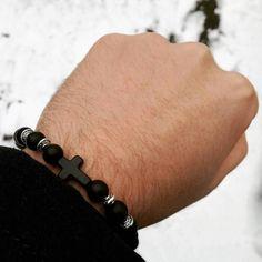0 vind-ik-leuks, 5 reacties - VILLIN (@villin_official) op Instagram: 'De laatste sneeuw foto voor misschien wel een jaar... met CROSS black ✝✝✝ • #VILLIN #armband…'