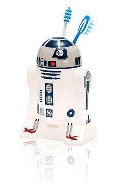 Vaso para cepillos de dientes droide R2D2. Star Wars Episodio VII. Joy Toy  Si eres fan de la saga de Star Wars no te pierdas este original y útil vaso/figura con la forma y diseño del droide astromecánico R2D2 100% oficial, licenciado, fabricado en material de cerámica y que viene preparado en una estupenda caja de regalo.
