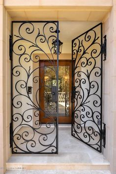 Iron Gate Design, House Gate Design, Home Room Design, Dream Home Design, Modern House Design, Wrought Iron Decor, Wrought Iron Gates, Door Design Interior, House Entrance