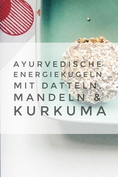 Rezept: Ayurvedische Energiekugeln mit Aprikosen, Mandeln & Kurkuma (vegan) These Ayurvedic energy balls are a super healthy snack. They consist of turmeric, dates and almonds and are simply delicious. Healthy Waffles, Healthy Sweet Snacks, Healthy Sweets, Easy Healthy Recipes, Healthy Food, Ayurveda Lifestyle, Cooking With Turmeric, Snack Mix Recipes, Daily Health Tips