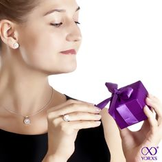 Engagement rings by #Yorxs are delivered in these cute purple jewel cases #Verlobungsring #Diamantring