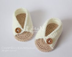 Crochet baby sandals. Made from acrylic yarn. Size : newborn, 0-3 months. Length: approx. 9 cm.- 3 1/2inches  Hand wash in cool water.  You can find me on Facebook: https://www.facebook.com/pages/Handmade-baby-shoes-booties-and-sandals/602653316479108  If you have any questions, please contact me. Thank you for visiting.