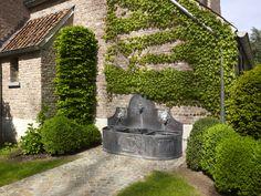 Hedendaagse landelijke woning | Villabouw Sels Garden Features, Water Features, Belgian Style, Exterior Design, My House, Fountain, Lawn, Backyard, Outdoor Decor