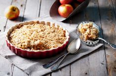 This apple pie with oatmeal crust recipe is a great twist on a holiday classic. The oats make this recipe healthier without losing the delicious taste! Caramel Apple Crisp, Apple Crisp Easy, Apple Crisp Recipes, Caramel Apples, Apple Crumble Recipe, Pie Crumble, Apple Pie, Homemade Whipped Cream, Butter