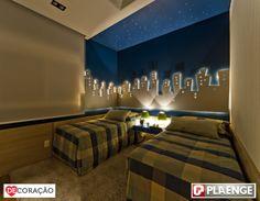 Ideias DeCoração Para o Qaurto   Luzes sempre dão um toque especial, e no quarto não é diferente... com luminárias ou luzinhas pequenas, abajur ou pisca-pisca, dando preferência para as luzes amarelas, o quarto fica mais aconchegante! Aproveite essa ideia, e brinque com a sua criatividade!
