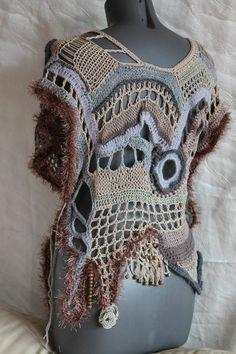 Boho Chic Hippie Crochet Freeform grueso Chaleco - suéter - arte vestible - OOAK Este es un chaleco exclusivo, realizado en técnica crochet Freeform e hiperbólicas. Apto para cualquier tamaño hasta XXL. Al lado está ligada a la cinta. Instrucciones de cuidado: mano Lave cuidadosamente en agua fría y de la endecha plana para secar.