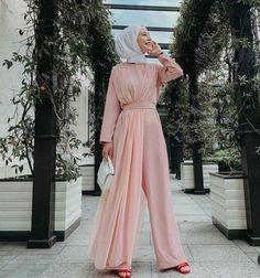 Hijab Evening Dresses 2020 Hijab Evening Dresses 2020 – New Ideas – Hijab Fashion 2020 Hijab Gown, Hijab Evening Dress, Hijab Dress Party, Evening Dresses, Muslim Women Fashion, Modest Fashion, Fashion Dresses, Kebaya Dress, Hijab Fashion Inspiration