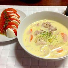 と、トマトとモッツァレラのカプレーゼ - 5件のもぐもぐ - クリームシチュー by emiiiiii