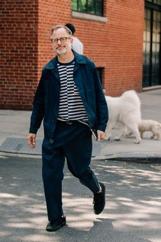How the sartorially inclined get dressed when the temperatures outside are pushing triple digits at the New York Fashion Week: Men's Spring-Summer 2019 shows. Stylish Mens Fashion, Best Mens Fashion, Stylish Menswear, Mode Masculine, Fashion Week, New York Fashion, Men's Fashion, Fashion Outfits, Latex Fashion