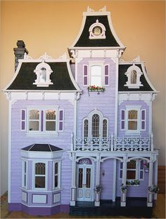 Beacon Hill dollhouse looks a lot like Samantha's Mount Bedford home. Beacon Hill Dollhouse, Haunted Dollhouse, Dollhouse Kits, Dollhouse Miniatures, Haunted Mansion, Dollhouse Design, Victorian Dolls, Victorian Dollhouse, Miniature Houses