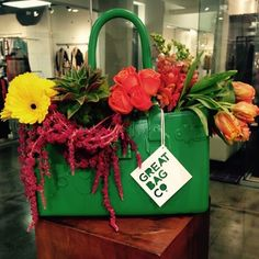 Great Delivery #GreatBagCo #FlowerBag #ModelM #Emerald This is #GreenGarden #SummerStyle #fashion // a @robertverdi project // #GreatBagLife #GreatBag // #Swing one today! http://greatbag.co/