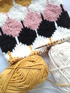 knitting pattern #honeycomb #knitting #diy I love the color combo....could try it on a card!