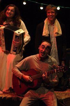 MAMAN REVIENT, PAUVRE ORPHELIN - Un homme-guitare, un homme-trombone, une femme-accordéon, un homme-pyjama sont les protagonistes de cette pièce où le texte et la musique se soutiennent mutuellement pour transformer les angoisses en joie de vivre. Voir le dossier... en pdf