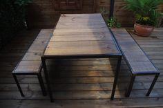 Table de salon style industriel avec ces bancs #table #bois #acier #industriel www.brundacier.fr