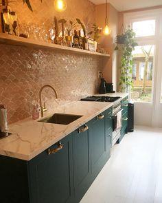 Green Kitchen, New Kitchen, Black Kitchens, Home Kitchens, Kitchen Extension With Island, Kitchen Interior, Kitchen Decor, Dream House Interior, Minimalist Kitchen