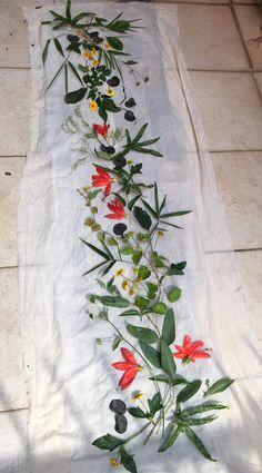 Rich prints from walk 山後拾葉之作 Fabric Painting, Painting Prints, Fabric Dyeing Techniques, Natural Dye Fabric, Tie Dye Crafts, Boho Diy, Nature Prints, Botanical Prints, Fiber Art