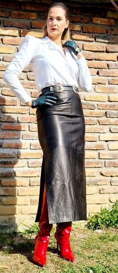 Leather Dresses, Leather Pants, Leather Skirts, Skirt Outfits, Dress Skirt, Leather Fashion, Well Dressed, Fashion Outfits, Clothes