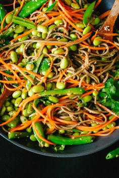 Sugar Snap Pea and Carrot Soba Noodles I dont think I could ever live in Seattle. Every time the sky goes gray I want to curl up on the couch with this sweet thing The post Sugar Snap Pea and Carrot Soba Noodles appeared first on Nudeln Rezepte. Easy Healthy Dinners, Vegan Dinners, Dinner Healthy, Vegetarian Recipes, Cooking Recipes, Healthy Recipes, Sugar Snap Peas, Vegetable Seasoning, Edamame