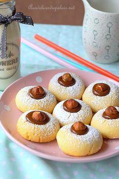 Gâteaux secs fondants à la maïzena Gourmet Desserts, Mini Desserts, Cookie Desserts, Cookie Recipes, Dessert Recipes, Fondant, Biscuit Cookies, Cake Cookies, Eid Cake