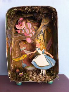 Alice in wonderland Fun Crafts, Diy And Crafts, Arts And Crafts, Paper Crafts, Altered Tins, Altered Art, Alice In Wonderland Crafts, Shadow Box Art, Tin Art