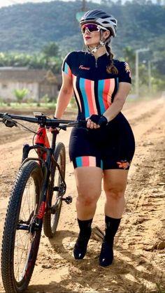Thick Girl Fashion, Curvy Women Fashion, Plus Size Fashion, Plus Size Posing, Pernas Sexy, Cycling Girls, Bicycle Girl, Workout Attire, Sport Girl