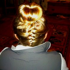oh hey, super cute hairstyle I will never be able to achieve
