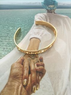 Around The World bangle over Murad Osmann's book Follow me To // Cristina Ramella Jewelry Murad Osmann, Bangles, Bracelets, Travel Couple, Couple Pictures, Follow Me, Around The Worlds, Book, Jewelry