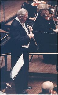 John Mack, the principal oboist of the Cleveland Orchestra from 1965 to reigned as dean of American oboists for several decades. Oboe, Art Music, Ny Times, Orchestra, Instruments, Teacher, Artists, Songs, Concert