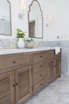 A modern take on a classic farmhouse bathroom // master bathroom with stained wo… – Diy Bathroom Remodel İdeas Timeless Bathroom, Modern Bathroom, Small Bathroom, Master Bathroom, Washroom, Condo Bathroom, Master Baths, Bathroom Showers, Vanity Bathroom