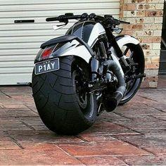 V – Brought to you by Smart-e – Motorcycle Ideas Vrod Harley, Harley Bikes, Harley Davidson Bikes, Bobber Motorcycle, Moto Bike, Cool Motorcycles, Custom Street Bikes, Custom Bikes, Cb 600 Hornet