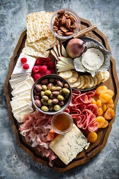 Cheese and Meat Board (Real Food by Dad) This looks like my kind of charcuterie board! charcuterie-board-real-food-by-dad Nothing kick starts a party like a good cheese and meat board, so here's my tips for how-to make a cheese and charcuterie board (chee Plateau Charcuterie, Charcuterie And Cheese Board, Charcuterie Platter, Antipasto Platter, Cheese Boards, Charcuterie Display, Meat Platter, Antipasta Platter Ideas, Tapas Platter