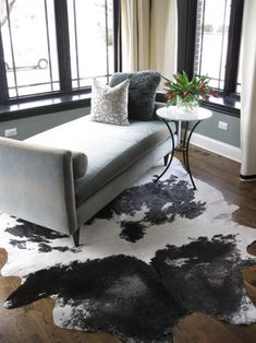 Cowhide Rug - Gorgeous - love the organic quality with the modern lines Cowhide Rug Decor, Cowhide Furniture, White Cowhide Rug, Furniture Decor, Rustic Furniture, Rugs In Living Room, Living Room Designs, Living Room Decor, Living Area