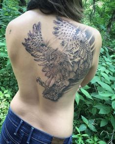 Today we're going to step again into the world of animal tattoos bringing you 50 of the most beautiful owl tattoo designs, explaining their meaning. Hip Tattoos Women, Sleeve Tattoos For Women, Mom Tattoos, Body Art Tattoos, Tatoos, Owl Tattoo Back, Cute Owl Tattoo, Tattoo Owl, Watercolor Owl Tattoos