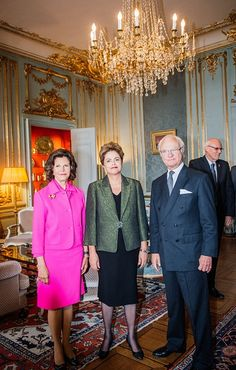 President of Brazil Dilma Rousseff (C) poses for a picture with Sweden's King Carl Gustaf and Queen Silvia on October 18, 2015 at the Royal Palace in Stockholm