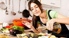 Το βραδινό φαγητό και ιδιαιτέρως αυτό που καταναλώνεται αργά το βράδυ σχετίζεται άμεσα με την ποιότητα του ύπνου, με ποικίλες συνέπειες για τον ανθρώπινο οργανισμό. Στο συμπέρασμα αυτό κατέληξαν ερευνητές του Πανεπιστημίου της Πενσυλβάνια των Η.Π.Α.,...