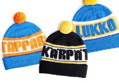 Neulo lätkän ystävälle fanipipo - katso ohjeet neljän joukkueen omaan pipoon | Kodin Kuvalehti Learn How To Knit, Mittens, Hockey, Knitted Hats, Knit Crochet, Knitting Patterns, Beanie, My Love, Crafts