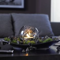 Best of both worlds: A moss project involving a Dremel. Halloween Candles, Christmas Candles, Christmas Trees, Christmas Ornament, Glass Etching Stencils, Chandelier Art, Dremel Projects, Handmade Candles, Decorated Candles