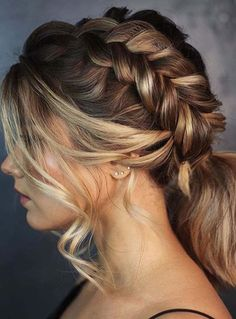 Are you looking for best ponytails to sport nowadays? Moreover, you may also use to wear side braids to make them more amazing and sexy than before. This amazing bridal and ponytails hairstyle can be sport on all the special occasions and celebrations in Spring Hairstyles, Ponytail Hairstyles, Workout Hairstyles, Braided Hairstyles For Wedding, Bridal Hairstyles, Updos, Elegant Hairstyles, Hairstyles With Bangs, Short Ponytail