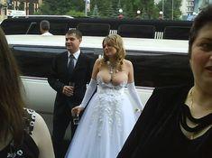 Les pires photos de mariage . Il doit l'épouser pour son humour, son esprit fin, son romantisme, j'en suis sûr !