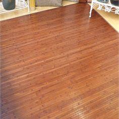 Qué bonita la alfombra de bambú en color nogal.