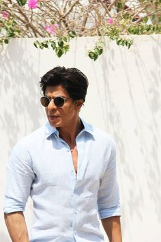 Shah Rukh Khan ad shoot for Royal Estates, Dubai King Of My Heart, King Of Hearts, My King, Shah Rukh Khan Quotes, Adele Lyrics, Richest Actors, King Club, John Abraham, Sr K